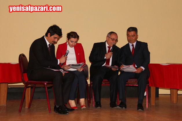 İlçe Milli Eğitim Müdürü Güner Cengiz, Halk Eğitim merkezi Müdürü Temel Dural ve öğretmenler birlikte türküler seslendirdi