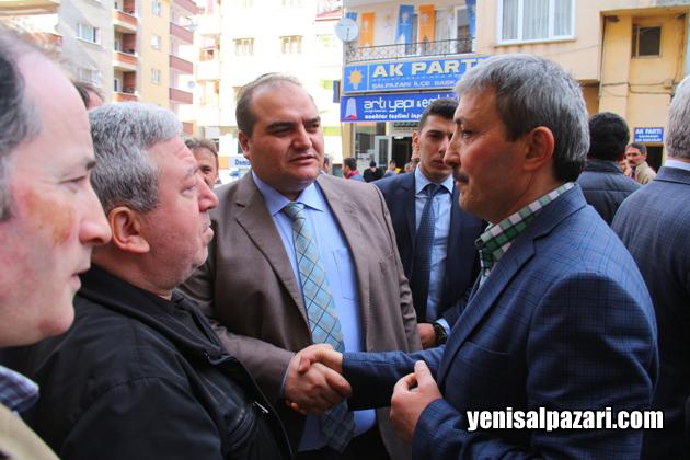 Kaymakam Cafer Sönmez ve AK Parti İlçe Başkanı Murat topkara nnesi vefat eden Necati Muhcu'ya başsağlığı dileğinde bulundular