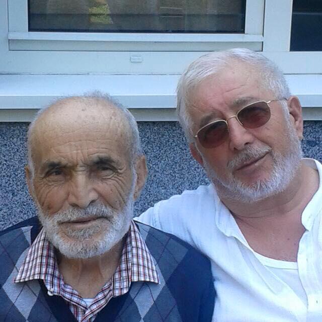 Asım Türkmen, bir süre önce vefat eden ağabeyi ile görülüyor
