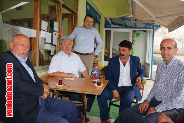 AK Parti İlçe Başkanı murat Topkara, asfaltlama çalışmalarını takip ettikten sonra Şıhkıranı'nda Gökçeköy ve Simenli Muhtarları ile çay içip sohbet etti