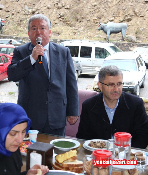 AK Parti Şalpazarı İlçe Başkanı Murat Topkara ses düzeninin azizliğine uğradı.