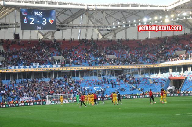 Kayserispor'u, 3-2 kazandığı maçın ardındanTrabzonspor taraftarı alkışladı